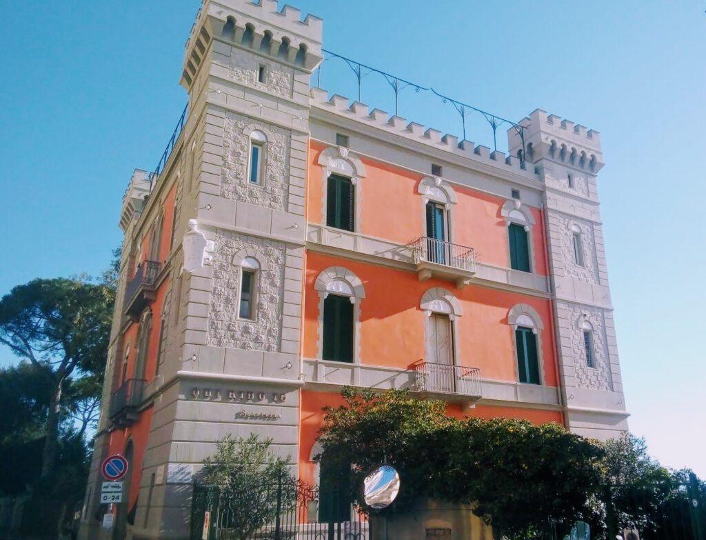 Villa La Santarellfa, esempio del liberty al Vomero (la villa ideata e voluta da Eduardo scarpetta)